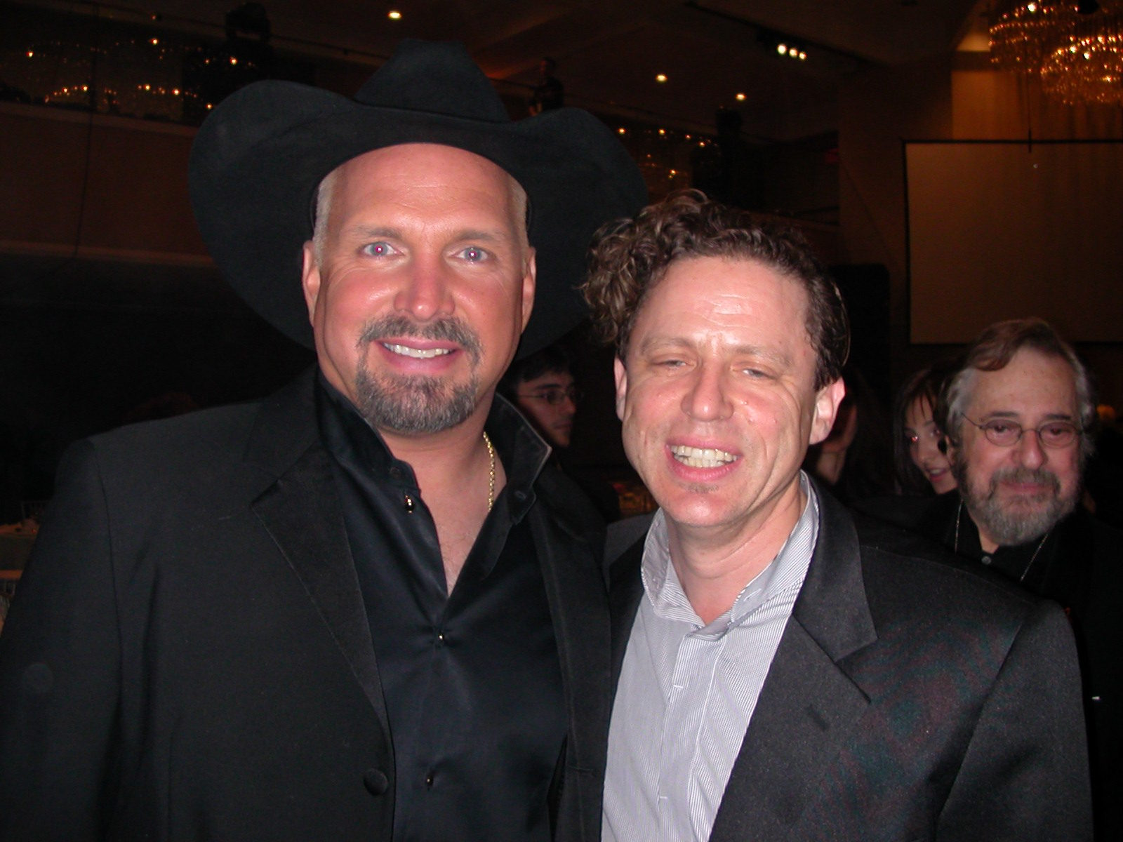 GARTH BROOKS (BACK-PHIL RAMONE)
